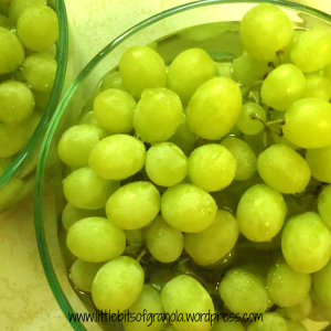 Rinse grapes with vinegar+water mixture to keep them fresh longer! - by Little Bits of Granola