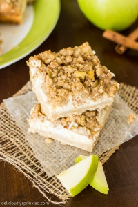 Cinnamon Apple Cheesecake Bars